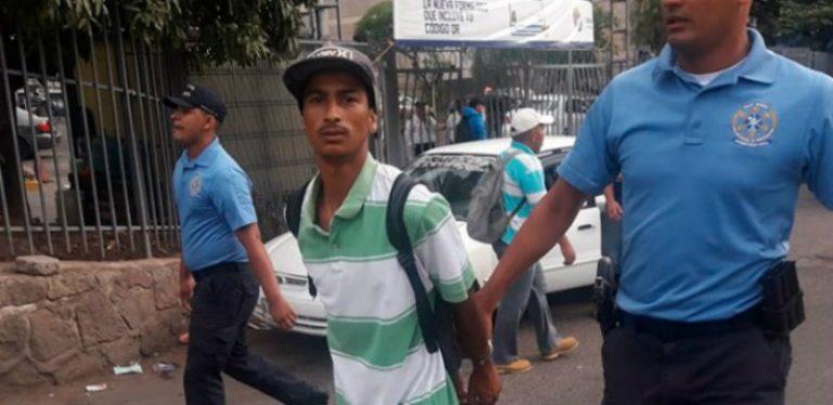 Tremenda persecución a robacelulares en los desfiles en Tegucigalpa