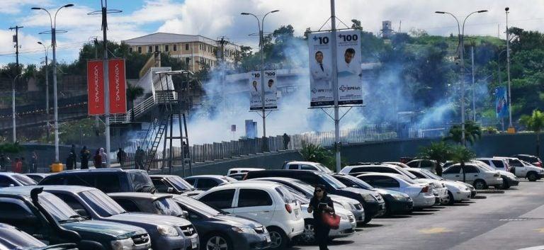 TGU: Supuestos protestantes queman farmacia en bulevar Fuerzas Armadas