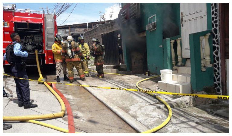 Incendio de grandes proporciones arrasa con una bodega en Comayagüela