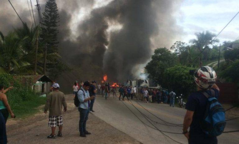 TGU: Cisterna de combustible se accidenta y provoca voraz incendio en salida al sur
