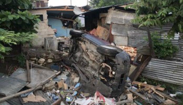 Conductor ebrio impacta contra tres casas y deja varios heridos en SPS
