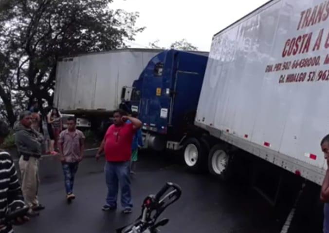 """Tres """"rastras"""" colisionan en carretera hacía San Marcos de Colón, Choluteca"""