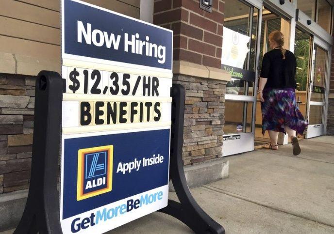Tasa de desempleo en EUA cae a 3.5%, la más baja en 50 años