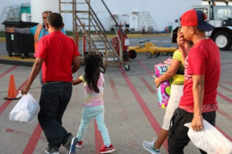 Deportan a 129 migrantes hondureños desde México