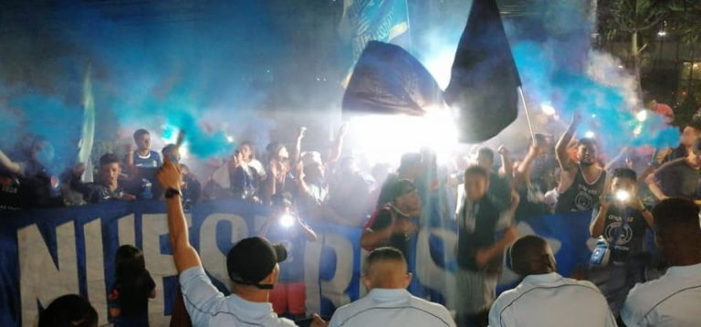 FOTOS: Aficionados consienten a Motagua dándole la bienvenida en SPS