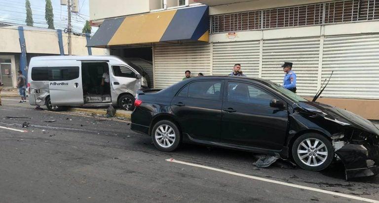 """VÍDEO: Aparatoso choque entre turismo y """"rapidito"""" deja dos heridos en SPS"""