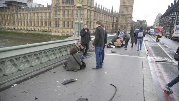 Puente de Londres: Dos muertos por ataque de hombre con cuchillo