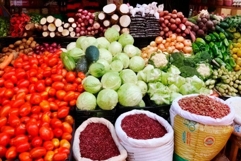 Frijoles bajan L4 en Feria del Agricultor y el Artesano
