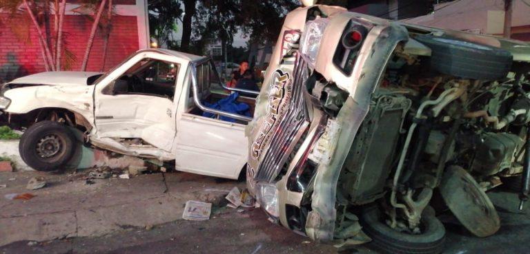 SPS: Aparatoso accidente entre pick up y «rapidito» deja siete heridos