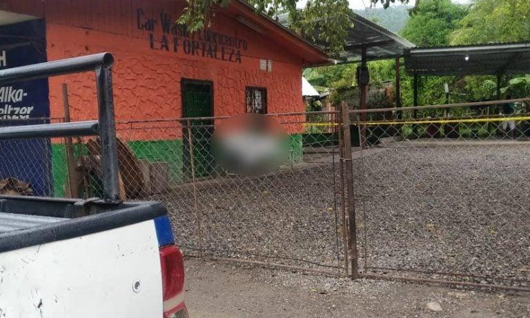 Hallan muerto a guardia dentro de car wash en Villanueva, Cortés