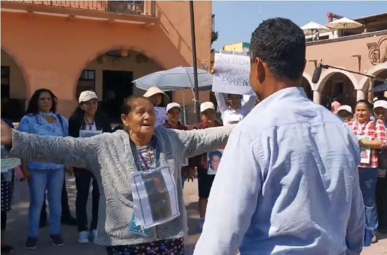 México: 32 años después, una madre hondureña se encuentra con su hijo