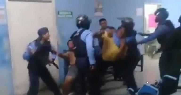 Policías someten a familiares de paciente en hospital hondureño