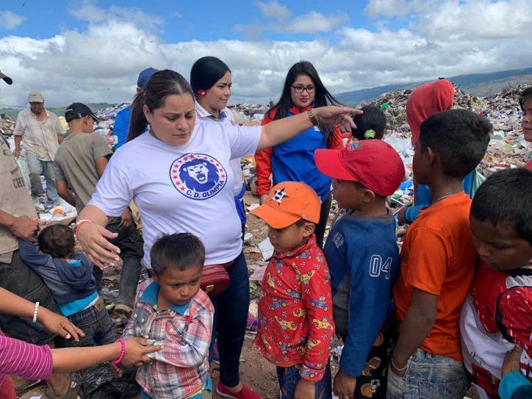 Aficionados olimpistas llevan alegría a niños de crematorio de Tegucigalpa y SPS