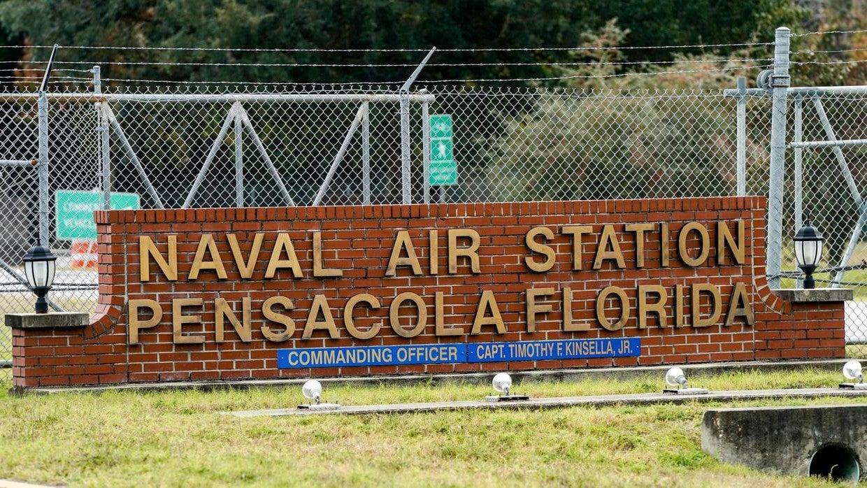 Un estudiante saudí mata a tres personas en base aeronaval de Florida