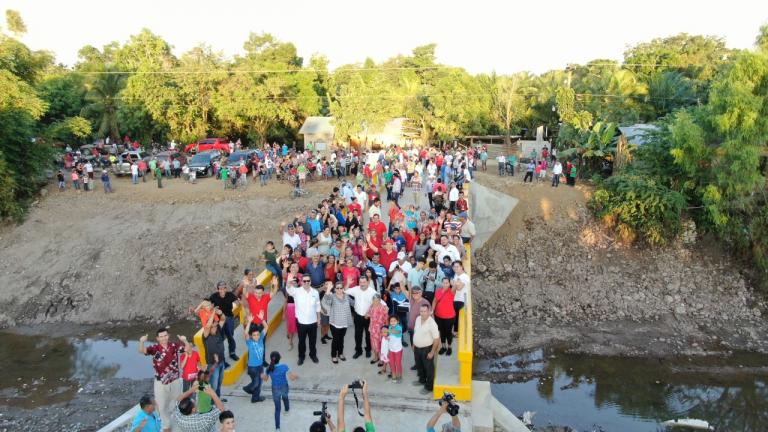 Alcalde Allan Ramos inaugura puente al desarrollo de Puerto Cortés