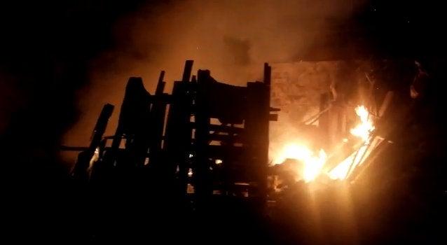 VÍDEO: Bomberos sofocan incendio en restaurante de SPS