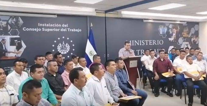 Salvadoreños con visa temporal ya trabajan en EEUU