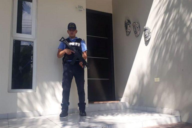 Allanan viviendas de supuestos clonadores de tarjeta en San Pedro Sula