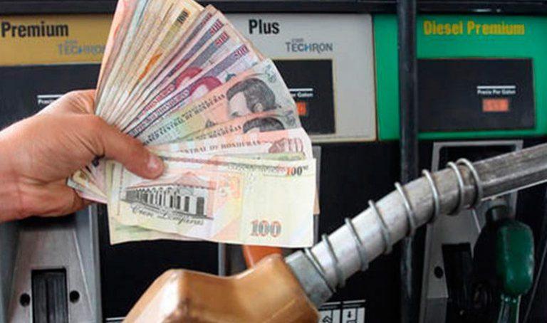 Precios de combustibles presentarán leve rebaja la próxima semana