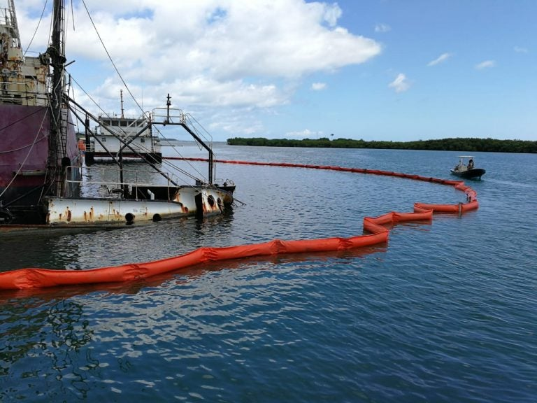 Roatán: extraen petróleo tras hundimiento de embarcaciones