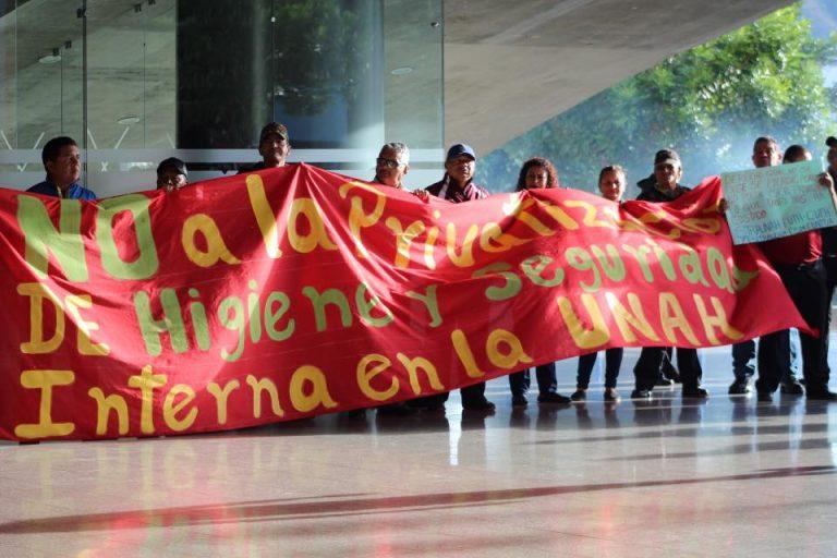 Plantón en la UNAH: sindicato denuncia privatización del área de aseo