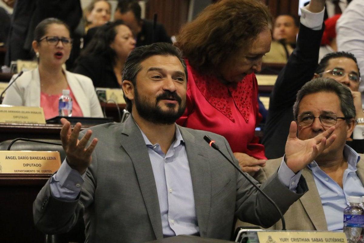 Diputados liberales protestan; Expulsión es un «irrespeto» al pueblo: Yuri Sabas