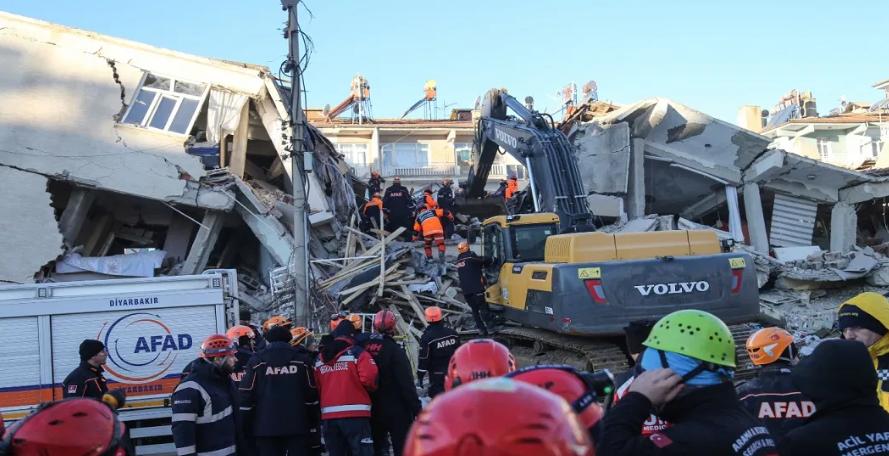 21 muertos y más de mil heridos tras terremoto en Turquía