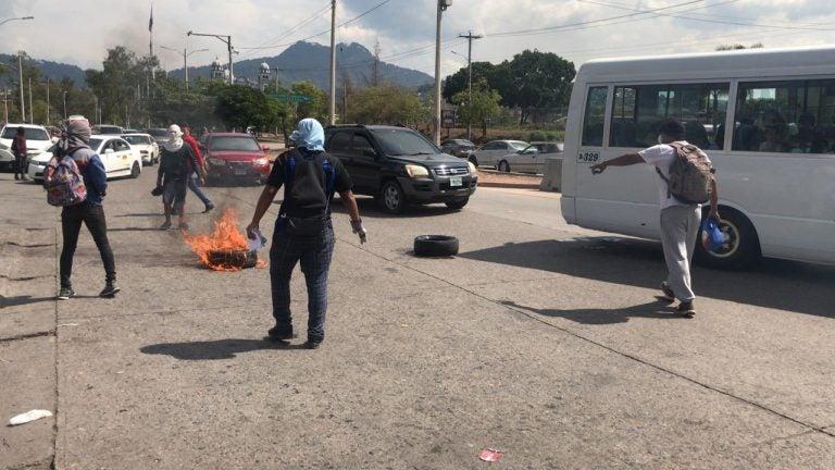 UNAH: primer día de clases inicia con protestas frente a CU