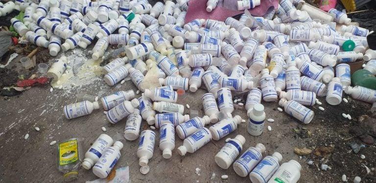 Encuentran cajas abandonadas con medicamentos del Estado