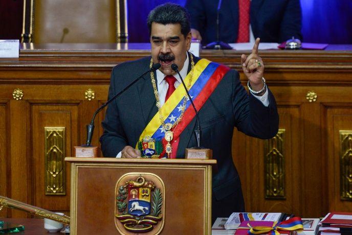 Maduro ordena comenzar a vender petróleo en criptomoneda petro