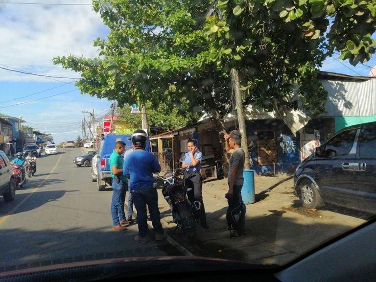 Sigue prohibida la circulación de dos hombres en motocicleta en Roatán