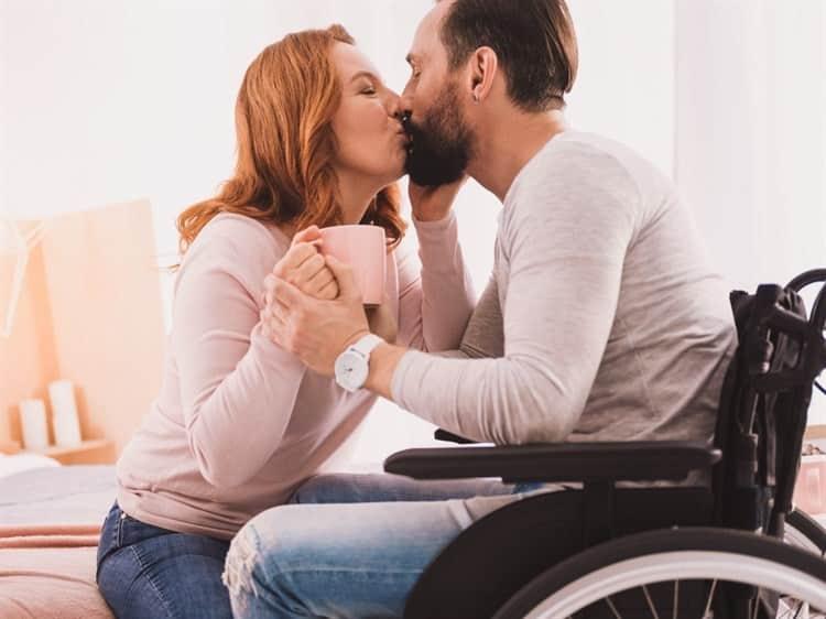 Francia analiza legalizar asistencia sexual a discapacitadas