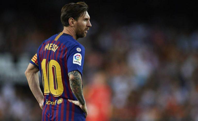 Arde Barcelona: Lionel Messi encara contra Érick Abidal