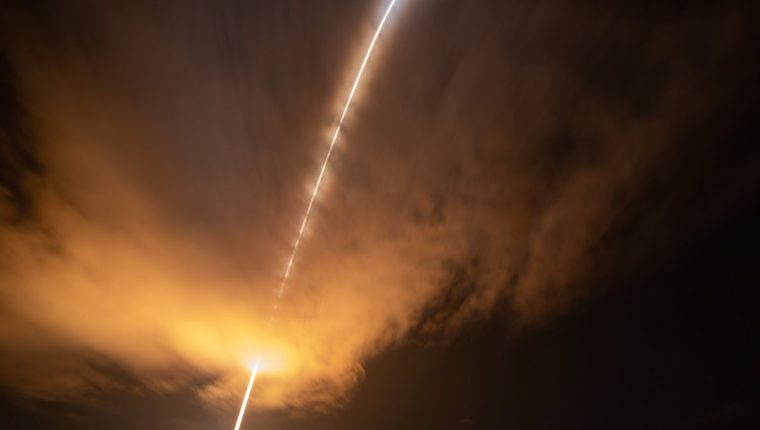 Lanzan sonda que busca influencia del Sol en el clima espacial