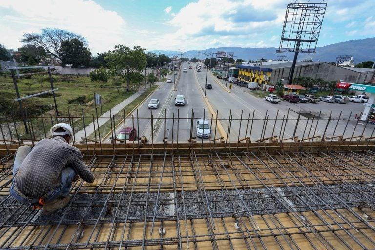 SPS: Ya casi instalan últimas losas de concreto en Puente a Desnivel en 2 calle