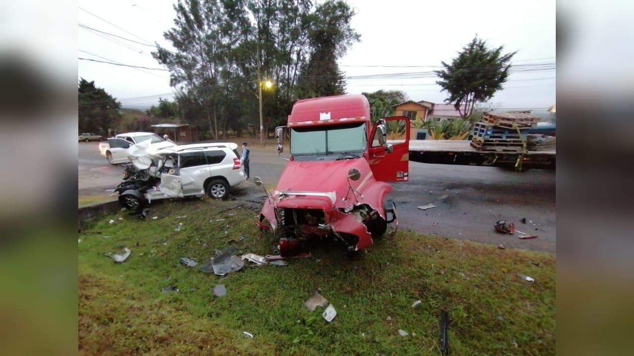 Accidente entre rastra y camioneta en Siguatepeque: hay una persona fallecida