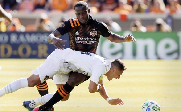 """Maynor Figueroa amargó debut al """"Chicharito"""" Hernández en la MLS"""