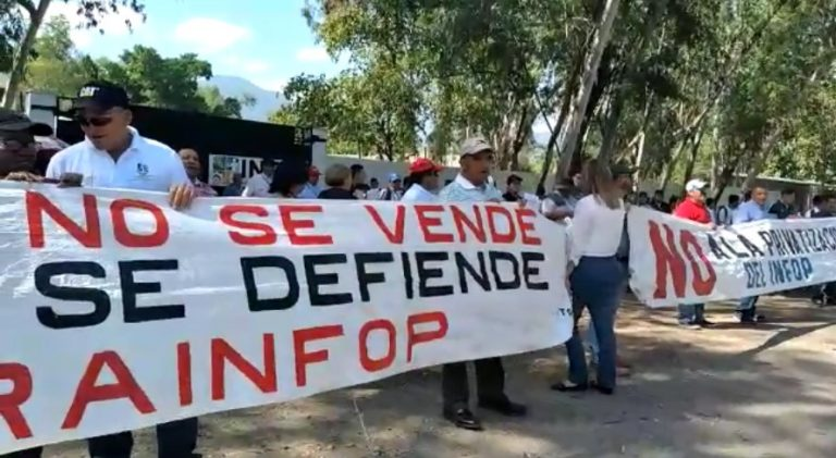 """Protesta en el Infop de San Pedro Sula: """"No a la privatización"""""""