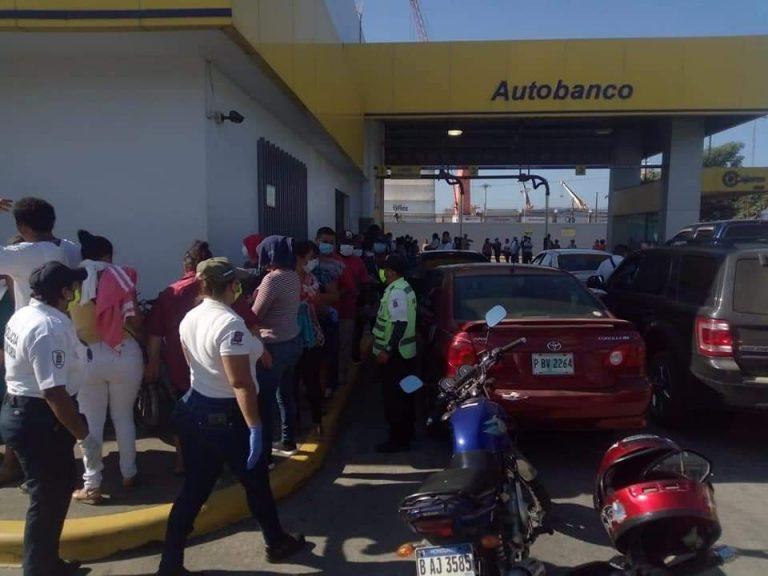 COVID-19: Abarrotadas amanecieron las agencias bancarias de Tegucigalpa