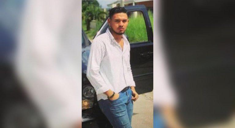 Cortés: jóvenes quedan atrapados tras chocar contra poste y uno muere