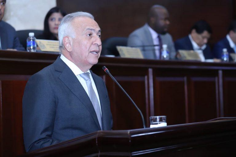 CN: Mauricio Oliva llama a reiniciar sesiones lo más pronto posible