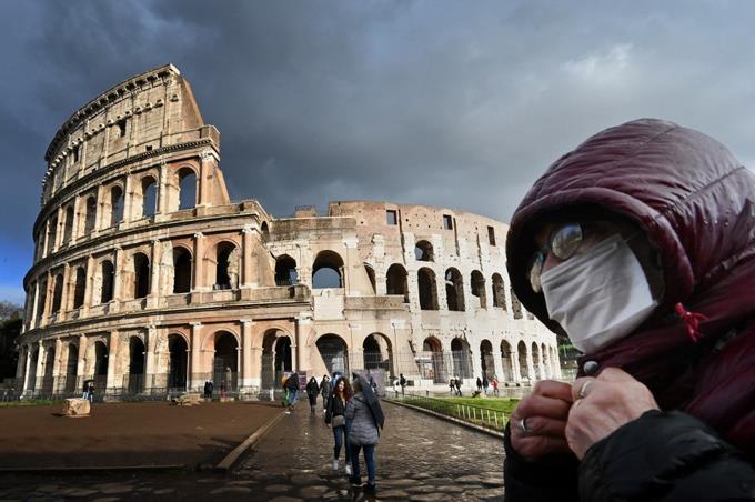 Expertos: El coronavirus es una pandemia pero la OMS se niega a declararla