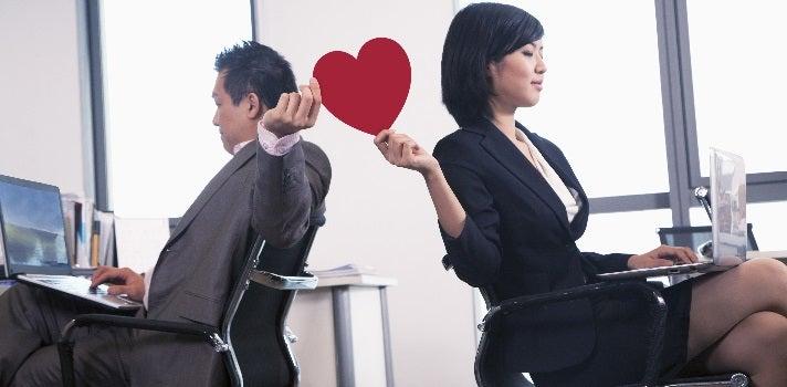 Amor en el trabajo: ventajas y desventajas de iniciar una relación
