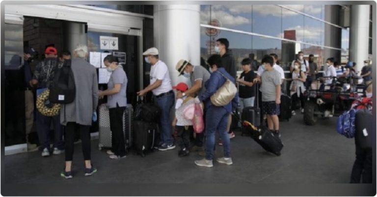 COVID-19: Tras semanas varados, ciudadanos de EEUU abandonan Honduras