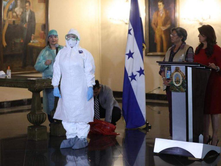 Aclara Araujo: OPS donó los trajes de protección que usan en Salud