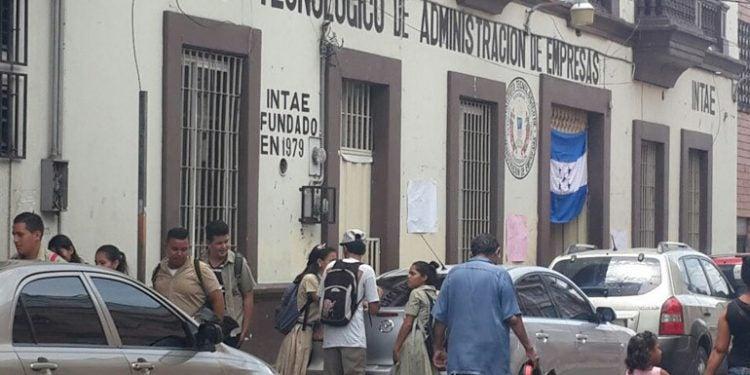 Colegio de Tegucigalpa cierra sus baños a alumnos por falta de agua