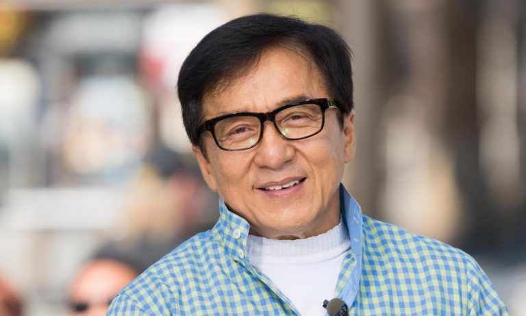 Jackie Chan tranquiliza a sus fans y confirma que no tiene coronavirus