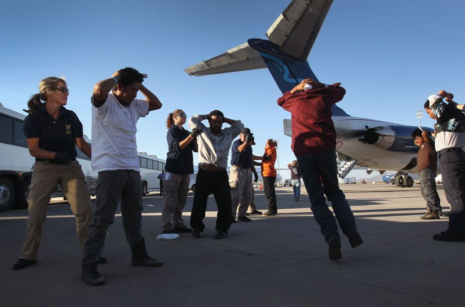 Trump deporta a inmigrantes aprovechando crisis del Covid-19