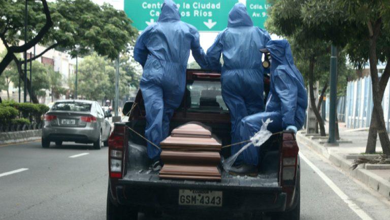 Ecuador: 700 cadáveres por enterrar debido a Covid-19