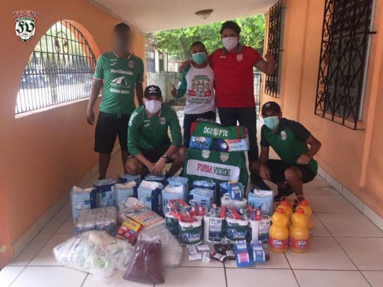 Aficionados de Marathón llevan alimentos a ancianos en La Lima